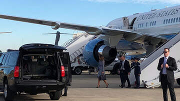 Politics - Melania Trump's Plane Returns To Military Base After Smoke Fills The Cabin