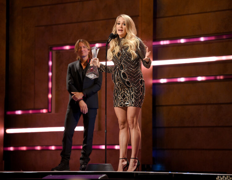 carrie-underwood-pregnant-cmt