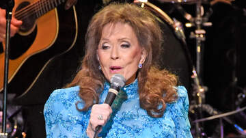 Entertainment News - Loretta Lynn Rep Says Star Is Resting At Home After 'Brief Hospital Visit'