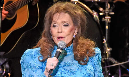 Music News - Loretta Lynn Rep Says Star Is Resting At Home After 'Brief Hospital Visit'