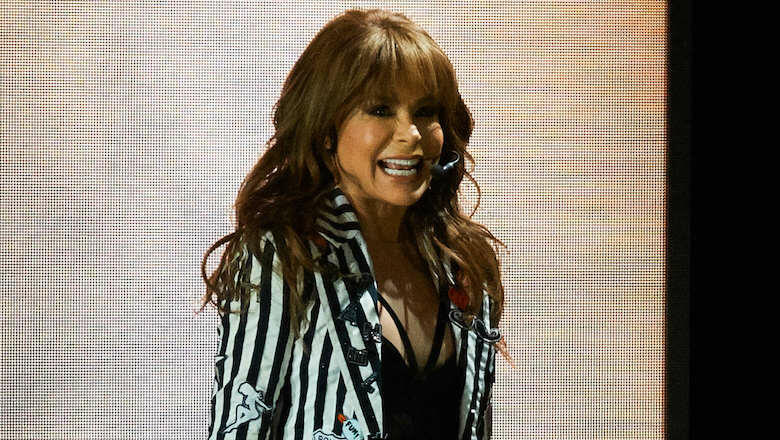 Paula Abdul Falls Head-First Off Stage At Mississippi Concert Show