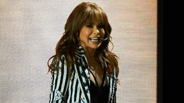 Entertainment News - Paula Abdul Falls Head-First Off Stage At Mississippi Concert Show