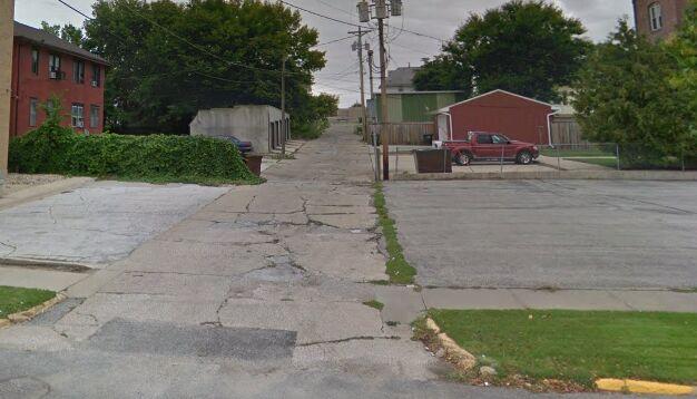Alleyway behind behind 910 2nd Avenue North, Fort Dodge, Iowa. Google Maps Street View