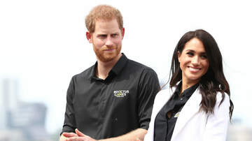 Sisanie - Young Fan Gifts Meghan Markle A Pasta Necklace