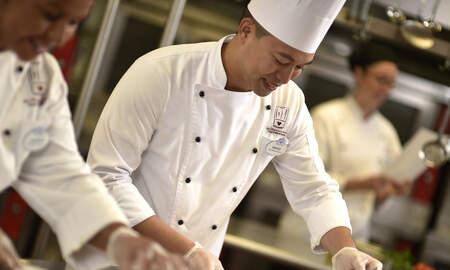 #iHeartSoCal - Disneyland Resort Hosts Job Fair for Hotel, Culinary Positions on Oct. 24