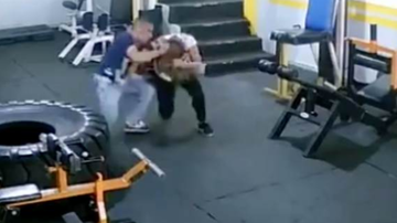 Chuck Dizzle - Bodybuilder Attacks His Ex-Girlfriend Who Refused To Get Back With Him