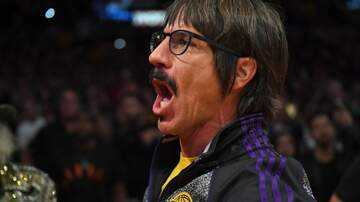 Lunchbox - Anthony Keidis Gets Into It At Lakers Game