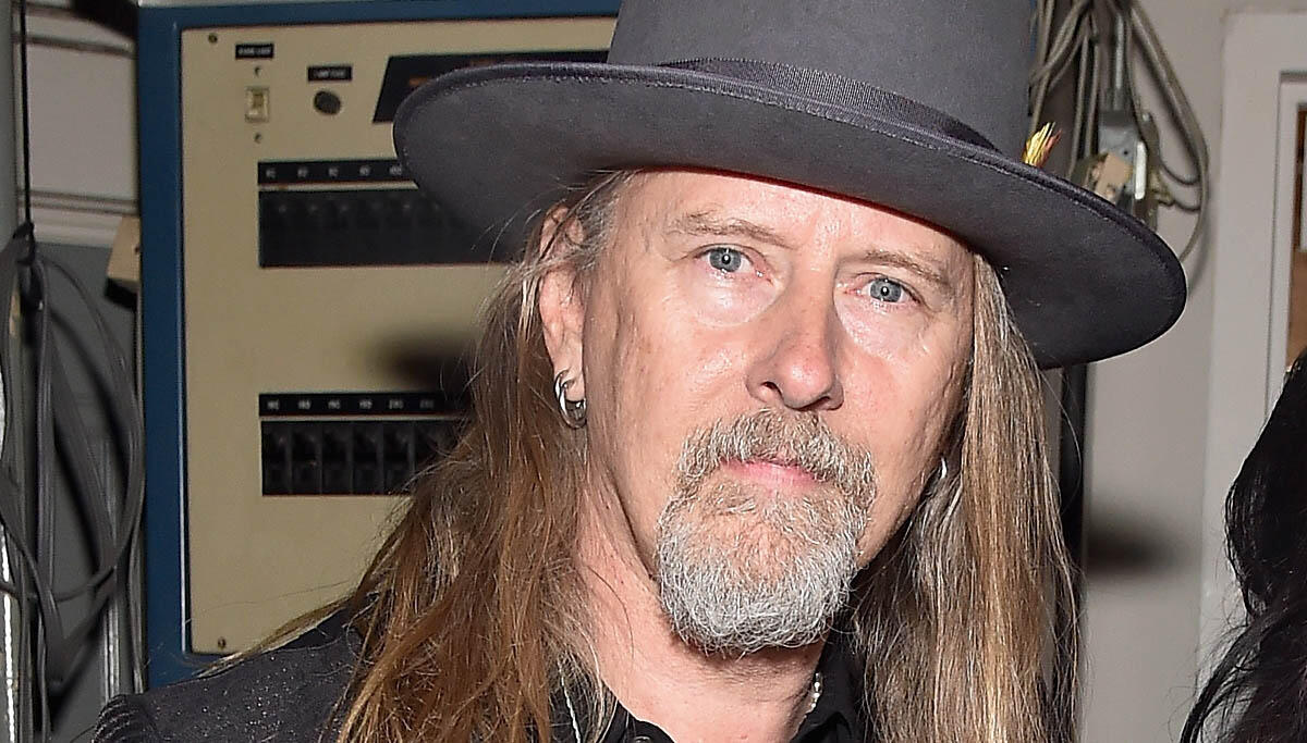 Watch Alice in Chains' Jerry Cantrell Go Shopping for Vinyl