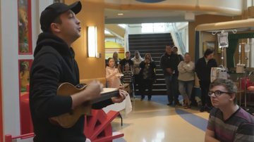 Trending - Twenty One Pilots Surprise Teens in Hospital With a Special Performance