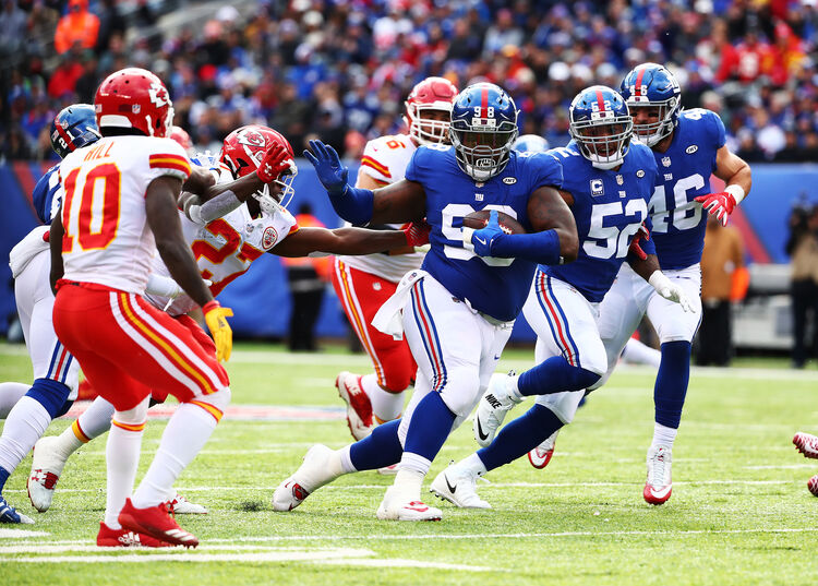 Getty Images - Damon 'Snacks' Harrison gobbles up the football as the big man has moves against the Kansas City Chiefs.