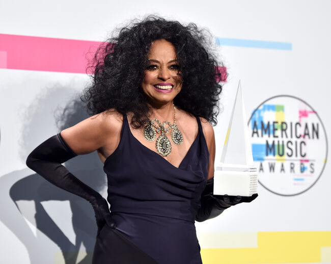 2017 American Music Awards - Press Room LOS ANGELES, CA - NOVEMBER 19: Diana Ross poses in the press room during the 2017 American Music Awards at Microsoft Theater on November 19, 2017 in Los Angeles, California. (Photo by Alberto E. Rodriguez/Getty Images)