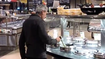 Elvis Duran - This Man Eating Supermarket Soup Directly Out of the Pot is Horrifying