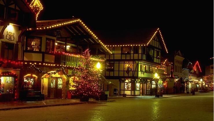 Christmas Towns.Ten Most Festive Christmas Towns In America Iheartradio