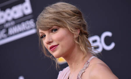 Country News - Taylor Swift Urges Fans To Hit The Polls & Vote Today