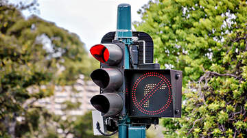 HOT Trending - Would Banning Right Turns on Red Make Traveling Safer?