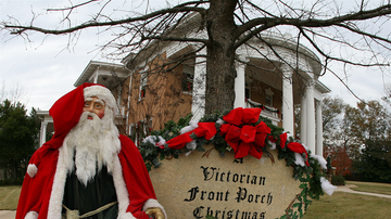 Christmas in Your Hometown - Victorian Front Porch Christmas Tour