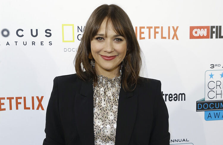 why rashida jones doesnt celebrate christmas