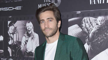 None - Jake Gyllenhaal Saves A Dog From Busy NYC Intersection