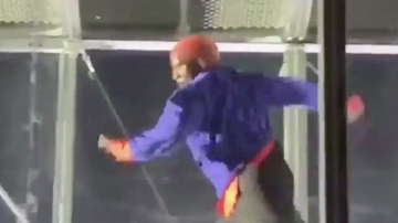 Chuck Dizzle - Kanye West Debuts A New Dance While Performing With Kid Cudi!