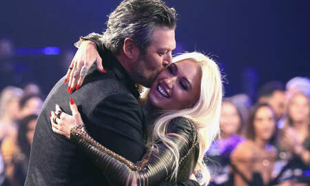Entertainment News - Blake Shelton Declares His Love For Gwen Stefani At People's Choice Awards