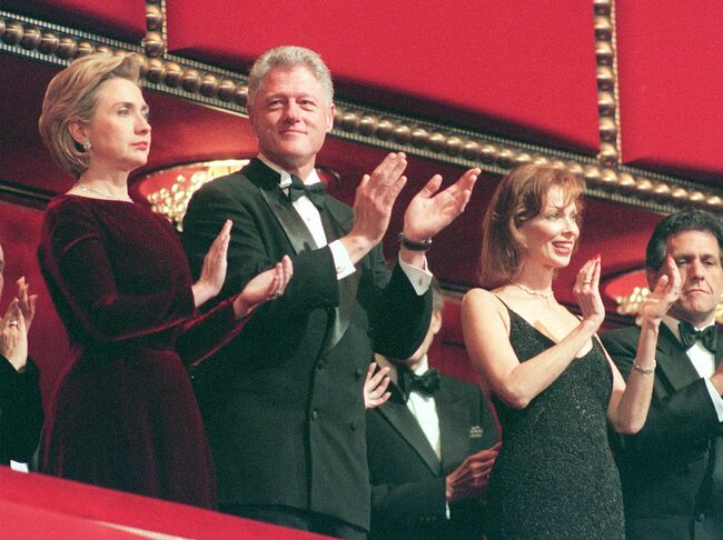 US President Bill Clinton (2nd R) and his wife Hillary Rodham Clinton (R) applaud during a gala ceremony of the 21st annual national Kennedy Center Honors at the Kennedy Center Opera House in Washington, DC, 06 December. The recipients that were honored at the 21st annual national celebration of arts were; actor Bill Cosby, the Broadway composer and lyricist team of John Kander and Fred Ebb, singer and songwriter Willie Nelson, composer and conductor Andre Previn and actress Shirley Temple. AFP PHOTO/CHRIS KLEPONIS (Photo credit should read CHRIS KLEPONIS/AFP/Getty Images)