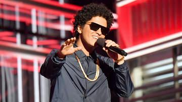 Jonathan - Bruno Mars Donating 24K Thanksgiving Meals