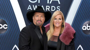 Kelly Sheehan - Garth Brings The Tears At The CMA Awards