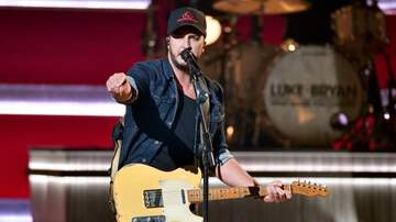 Music News - Luke Bryan Shines Light On Cole Swindell & More During CMAs Opening Number