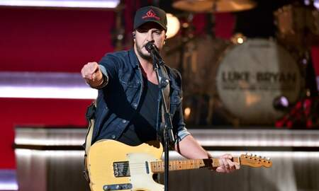 iHeartRadio Spotlight - Luke Bryan Shines Light On Cole Swindell & More During CMAs Opening Number