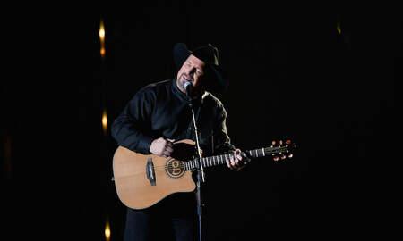 Music News - Garth Brooks Tearfully Dedicates Stronger Than Me To Trisha Yearwood
