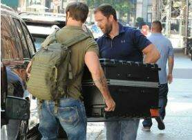 Johnny's House Live Blog - Taylor Swift Inside a Suitcase?