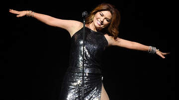 - Shania Twain Owns It After On Stage Mishap