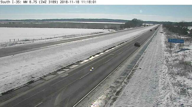 Southern stretch of I-35 gets fresh snow early Sunday.  511ia.org camera
