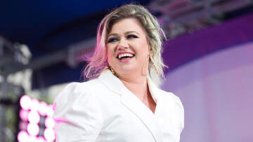 Music News - Look How Cute Kelly Clarkson's Kids Are On The Set Of 'The Voice'!