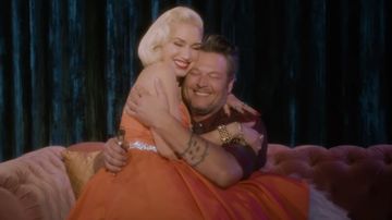 Trending - Gwen Stefani & Blake Shelton Cuddle Up In 'You Make It Feel Like Christmas'