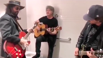 Trending - Mike Campbell & Neil Finn Jam With Eddie Vedder in a Bathroom Stall: Watch