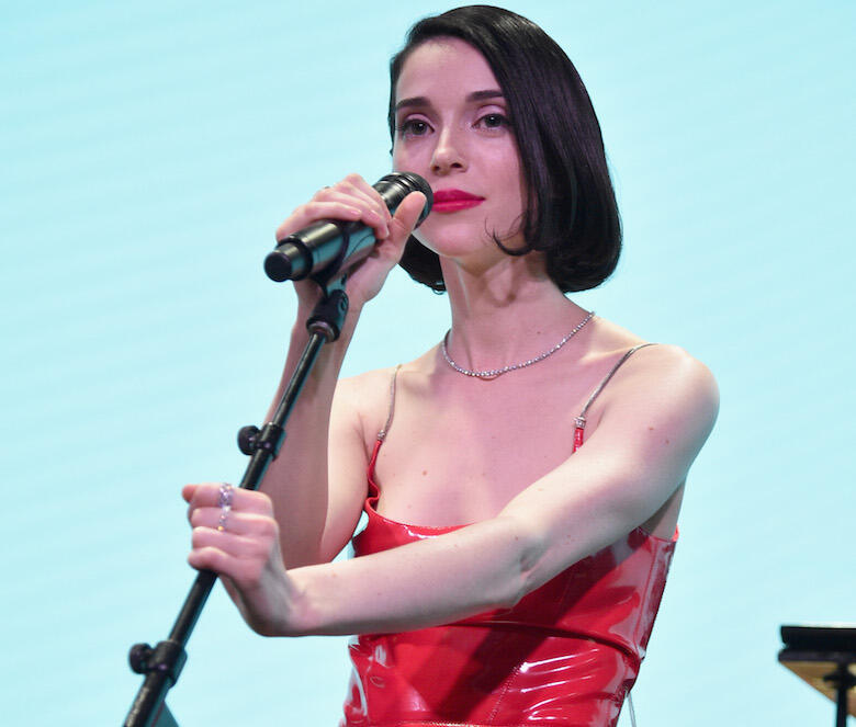 Masseduction St Vincent: St. Vincent Covers Lou Reed's 'Perfect Day' In Brooklyn