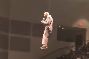 Pastor Tries Beyonce Like Intro and Fails