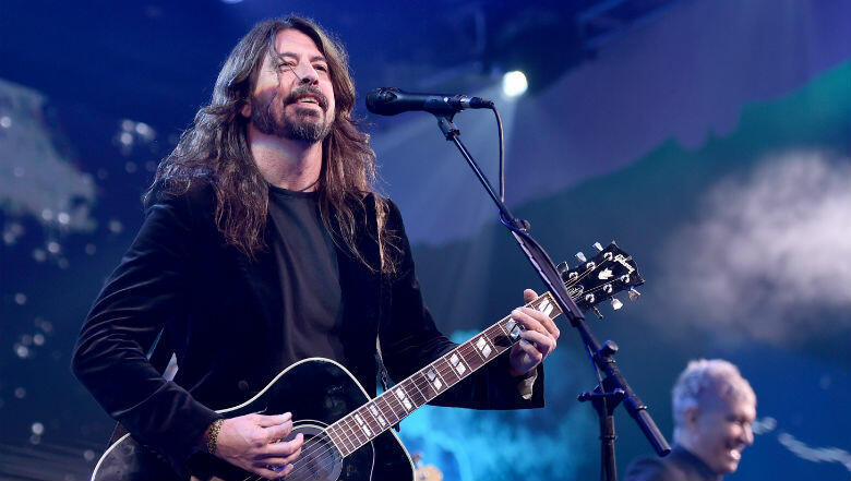 Music: DAVE GROHL Undergoes Arm Surgery