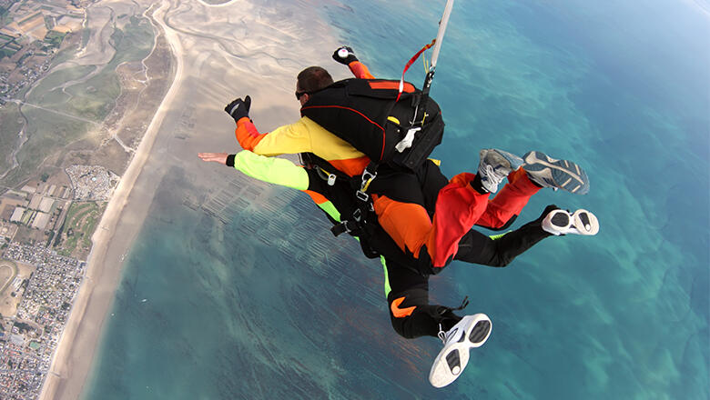 5bfeb6c53806cc4a5f454dbe suicidal skydiving instructor released harness midair during tandem