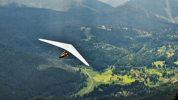 Fritz Blog (57563) - Hang Glider Leaves Ground with Un-Attached Rider