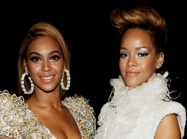 The 52nd Annual GRAMMY Awards - Backstage LOS ANGELES, CA - JANUARY 31: Singers Beyonce Knowles (L) and Rihanna (R) backstage during the 52nd Annual GRAMMY Awards held at Staples Center on January 31, 2010 in Los Angeles, California. (Photo by Larry Busacca/Getty Images)