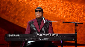 Stan Bell - Stevie Wonder to donate money to wildfire victims