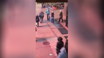 Uplifting - NYPD Searching For Couple Who Lost Ring During Times Square Proposal