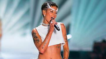 Savannah - Halsey Criticizes Victoria's Secret As Fashion Show Performance Airs