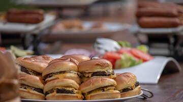 Walton And Johnson - You've been eating hamburgers the wrong way (video)