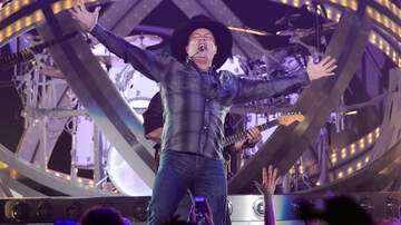 CMT Cody Alan - How Has 'Flashlight Mode' Changed The Garth Brooks Concert Experience?