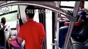 Chuck Dizzle - Thief Gets Instant Karma When Trying To Steal From A Woman On Bus!