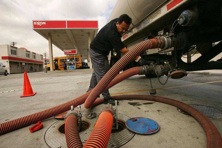 gas prices fall again