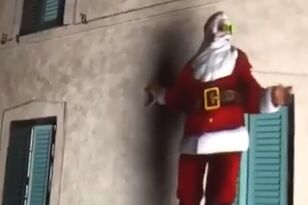 Awesome Christmas Projection Will Blow You Away